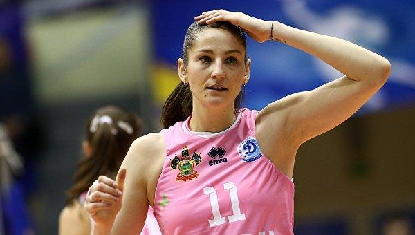 Турски фенове замерят с боклуци руски волейболистки по време на мач