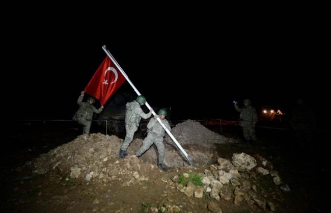 Лавров: Турция се опитва да се укрепи на няколкостотин метра от границата вътре в Сирия