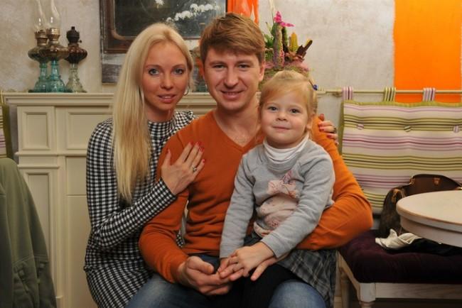 Figure skaters Aleksey Yagudin and Tatyana Totmyanina with their daughter Elizaveta