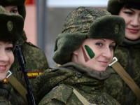 """""""С грим под камуфлажа"""": Руски военнослужещи жени се състезават по бързина и сила"""