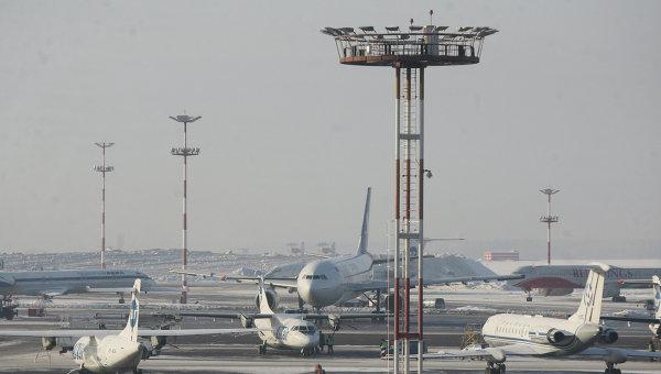 Boeing 737 с 90 души на борда кацна аварийно на летището в Москва