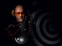 За безпогрешна стрелба: Руснак създаде военен суперкостюм, който стимулира рефлексите