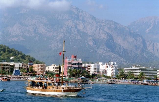 """""""Ростуризъм"""" не препоръчва на самостоятелните туристи да посещават Турция"""