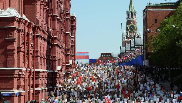 """Над 30 хил. души се събраха преди началото на шествието """"Безсмъртния полк"""" в Москва"""