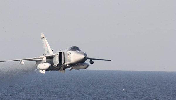 """В САЩ публикуваха видео на прелитането на руски Су-24 над американския """"Доналд Кук"""""""