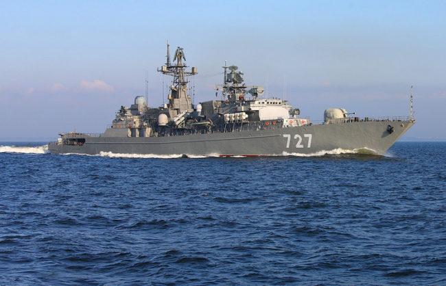МО на РФ: Американски миноносец се приближи опасно близо до руски боен кораб в Средиземно море