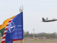 """Експерт: САЩ използват """"руската заплаха"""", за да """"сложат верига на врата на Европа"""""""