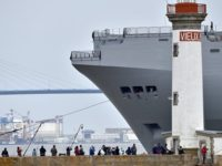 """Първият построен за Русия """"Мистрал"""" отплава от Франция за Египет"""