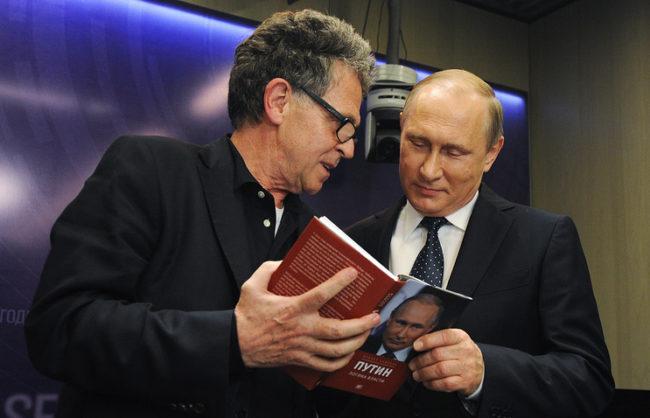 Путин призна, че не е прочел нито една книга за себе си