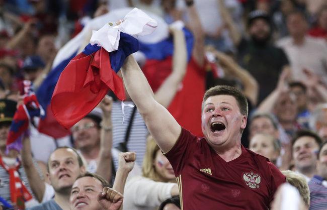Френските власти се готвят да депортират цялата делегация на руските футболни фенове