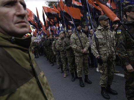 "Киев мобилизира радикали от ""Десен сектор"""