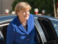 Меркел: НАТО не възнамерява да се отказва от сътрудничеството с Русия