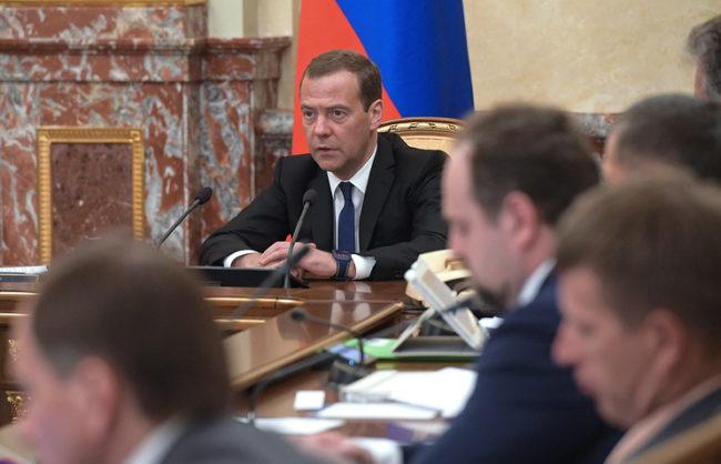 Песков: Информацията за оставката на Медведев е спекулация
