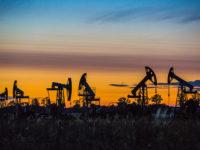 Новак: Русия е готова да обсъди въпроса за замразяването на добива на нефт