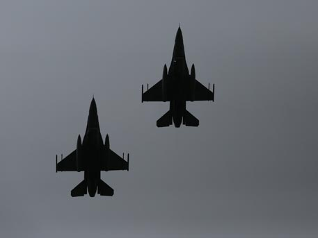 Турски медии: F-16 взел на прицел самолета на Ердоган по време на опита за преврат
