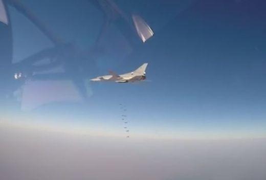 """Ту-22М3 предава """"бетонобойни"""" поздрави на терористите (ВИДЕО)"""
