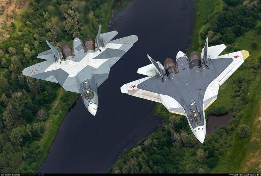 """Т-50-3 (борден номер """"053"""") и Т-50-5Р (борден номер """"055"""")."""