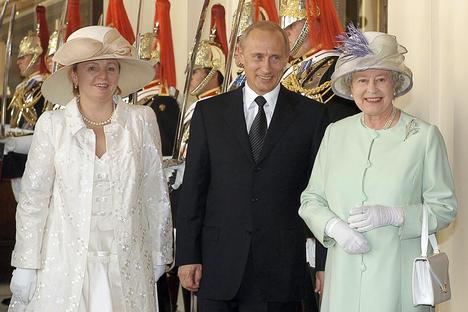 От руските шивачи до Chanel и Burberry: кой е обличал руските първи дами
