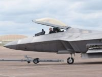 NI разказа в какво американският F-22 отстъпва на руския Т-50