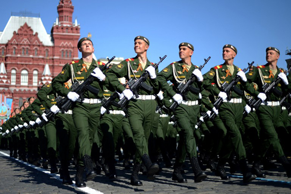 Russian soldiers march at the Red Square in Moscow, on May  9, 2014, during a Victory Day parade. Thousands of Russian troops marched today in Red Square to mark 69 years since victory in World War II in a show of military might amid tensions in Ukraine following Moscow's annexation of Crimea. AFP PHOTO / KIRILL KUDRYAVTSEV