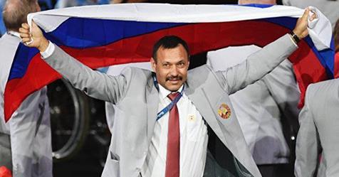 Отнеха акредитацията на Андрей Фомочкин, който развя руския флаг в Рио