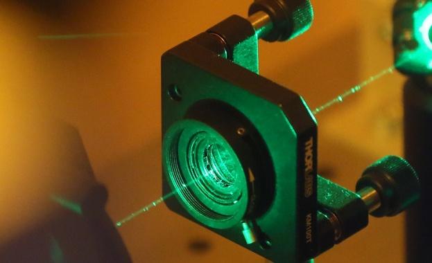 Руски и български учени създадоха лазерна навигация за самолети при лошо време