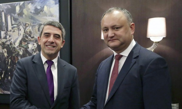 Плевнелиев се срещна с новоизбрания президент на Молдова Додон