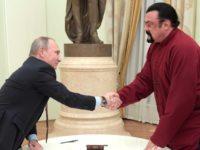 Стивън Сегал получи руския си паспорт лично от Путин