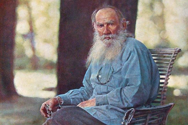 Лев Толстой сниман от пионера на цветната фотография Прокудин-Горский (тази снимка на Толстой, между другото, се смята за първата цветна снимка направена в Русия)