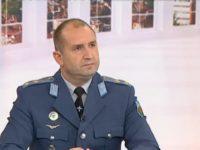 Радев: Даниел Митов с автомат ли ще освобождава Крим?