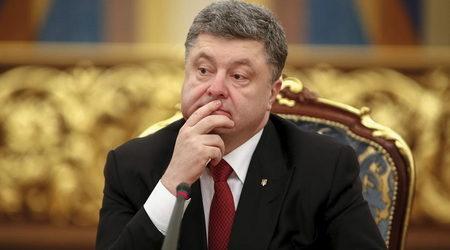 """Последните разкрития вероятно ще засилят общественото разочарование от хода на реформите при сегашното ръководство на страната. Проучване през септември показа, че само 12.6 % биха гласували сега за """"Блока на Порошенко""""  Reuters"""