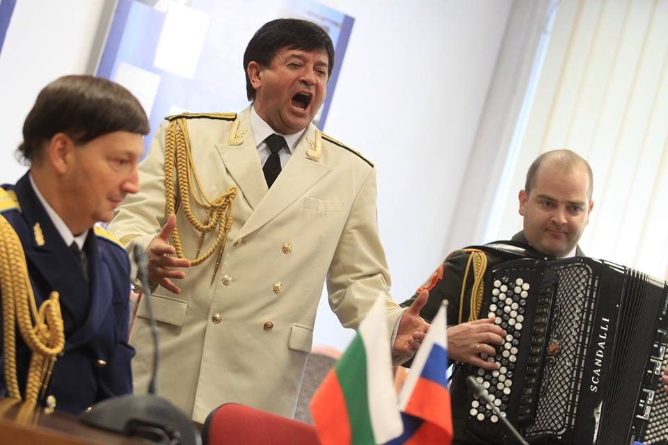 Солистът Евгений Булочников / Фото Оля Ал-Ахмед