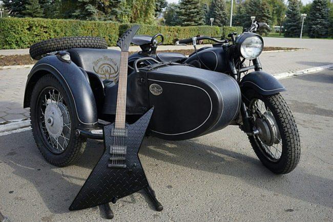 Фен от Русия подари съветски мотоциклет на Джеймс Хетфийлд