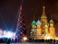 На Кремълския площад грейва ретро елха