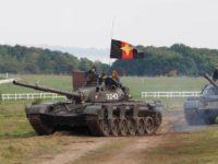 UK ползва музейни танкове и цивилни за симулация на III световна с Русия