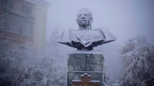 Статуя на Иван Крафт – един от първите губернатори на Якутия