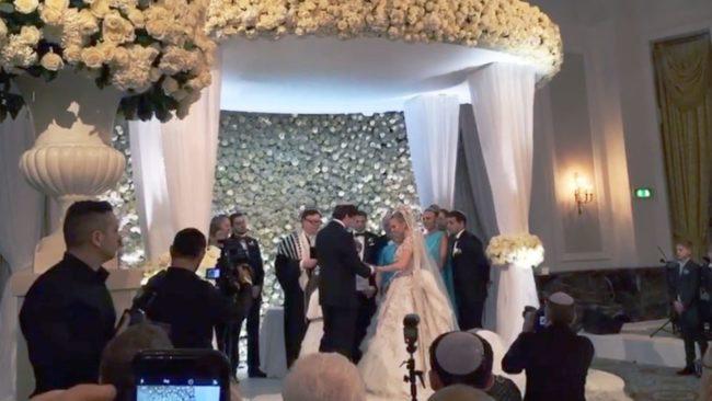 Руски олигарх брои 3,6 млн на Марая Кери и Елтън Джон за сватбата на внучка си