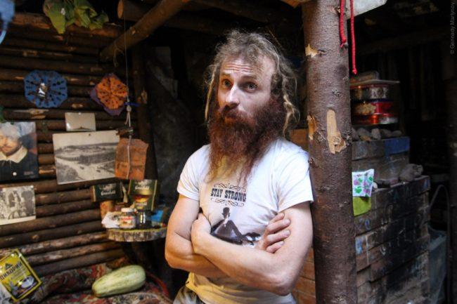 Руски адвокат живее като хобит в покрайнините на Москва. ВИДЕО
