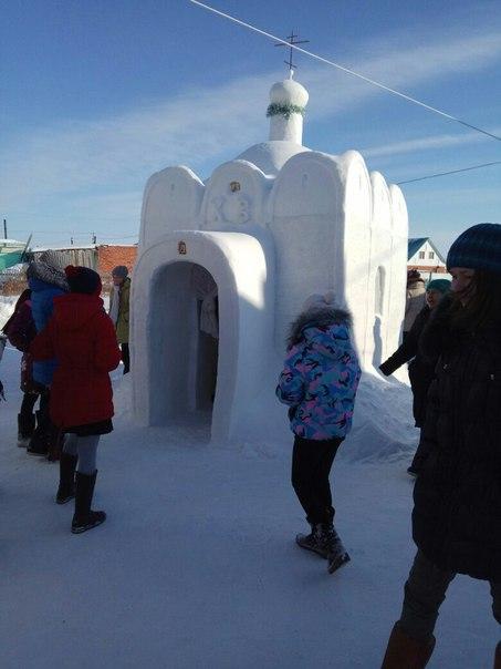 Руснак построи църква от лед за съселяните си в Омск