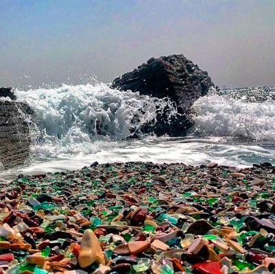 """""""Стъкленият плаж"""": Как боклуците се превърнаха в шарени камъчета (ГАЛЕРИЯ)"""