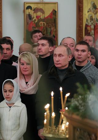 VELIKY NOVGOROD, RUSSIA - JANUARY 7, 2017: Russia's President Vladimir Putin (front) during a Christmas liturgy at St George Monastery. The Russian Orthodox Church celebrates Christmas according to the Julian calendar. Mikhail Klimentyev/Russian Presidential Press and Information Office/TASS Ðîññèÿ. Âåëèêèé Íîâãîðîä. 7 ÿíâàðÿ 2016. Ïðåçèäåíò Ðîññèè Âëàäèìèð Ïóòèí (íà ïåðâîì ïëàíå) âî âðåìÿ Ðîæäåñòâåíñêîãî áîãîñëóæåíèÿ â Ñïàññêîì ñîáîðå Ñâÿòî-Þðüåâà ìîíàñòûðÿ. Ìèõàèë Êëèìåíòüåâ/ïðåññ-ñëóæáà ïðåçèäåíòà ÐÔ/ÒÀÑÑ