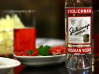 """""""Столичная"""" - водка с впечатляваща мекота и чистота, която превъзхожда всички други, когато се сервира направо от руската традиция"""