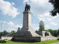 Младежи ще чистят Паметника на съветската армия