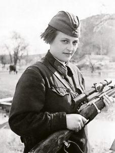 женщина-снайпер Людмила Павличенко фото (6)