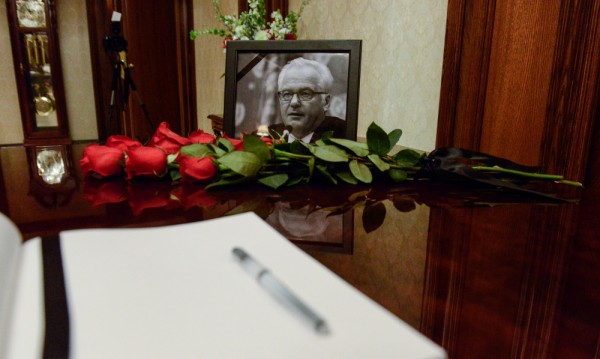 Стотици дипломати на траурна церемония, прощават се с Чуркин