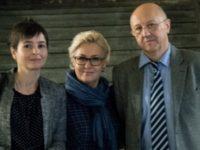 Доц. Дарина Григорова, проф. Елена Пономарьова, акад. Андрей Фурсов ( от ляво надясно)