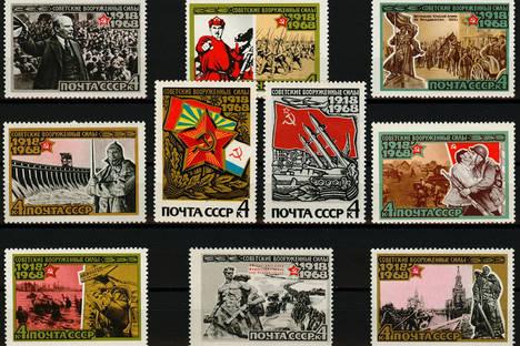Съветски марки, издадени през 1968 г. по повод 50-годишнината от създаването на Въоръжените сили на СССР. Снимка: wikipedia.org / Обществено достояние