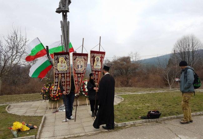 """""""Приятели на Русия и православния свят"""" почетоха с панахида жертвите на кървавия атентат на гара Буново"""