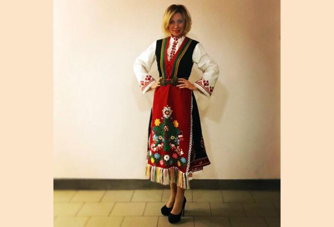 Мария Захарова публикува своя снимка в българска носия