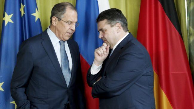 Лавров: Няма да играем игра, която ще превърне Съвета НАТО-Русия в бойно поле